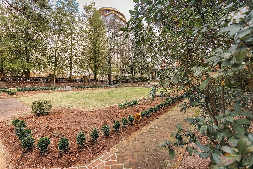 Barringer House Gardens
