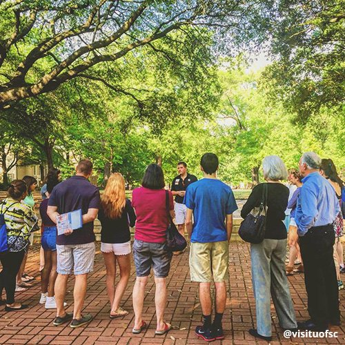 USC tour guide makes a stop on the historic Horseshoe with group of prospective students/parents.