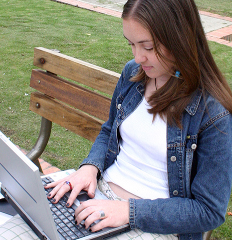 girl with laptop accessing Palmetto College