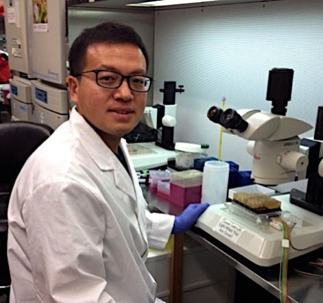 Shuo Xiao in the lab