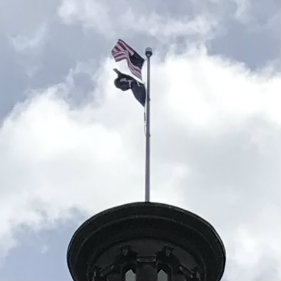 American and South Carolina flags on top of the South Carolina State House